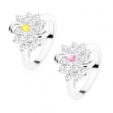 Ring in silver hue, clear flower with coloured centre, shiny arcs