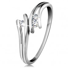 Diamond 585 gold ring, three sparkly clear brilliants, split shoulders, white gold