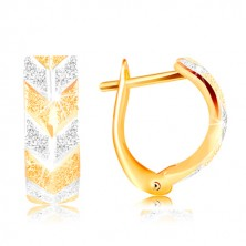 585 gold earrings - sparkling gritted surface, two-coloured V pattern