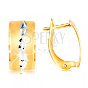 Earrings in 14K gold - matt strip with grains made of white gold and cuts