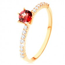 Ring in yellow 9K gold, raised red garnet, clear zircon lines