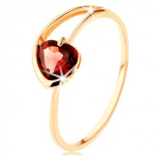 Ring made of yellow 9K gold - red garnet heart, asymmetrical shoulders