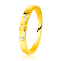 585 Yellow gold diamond ring – shiny shoulders, three glittery brilliants